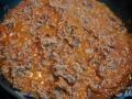 Freír la carne con el tomate