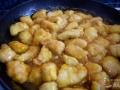 Añadir el pollo en la salsa