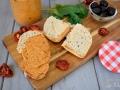 Tapenade tomates secos y queso de cabra