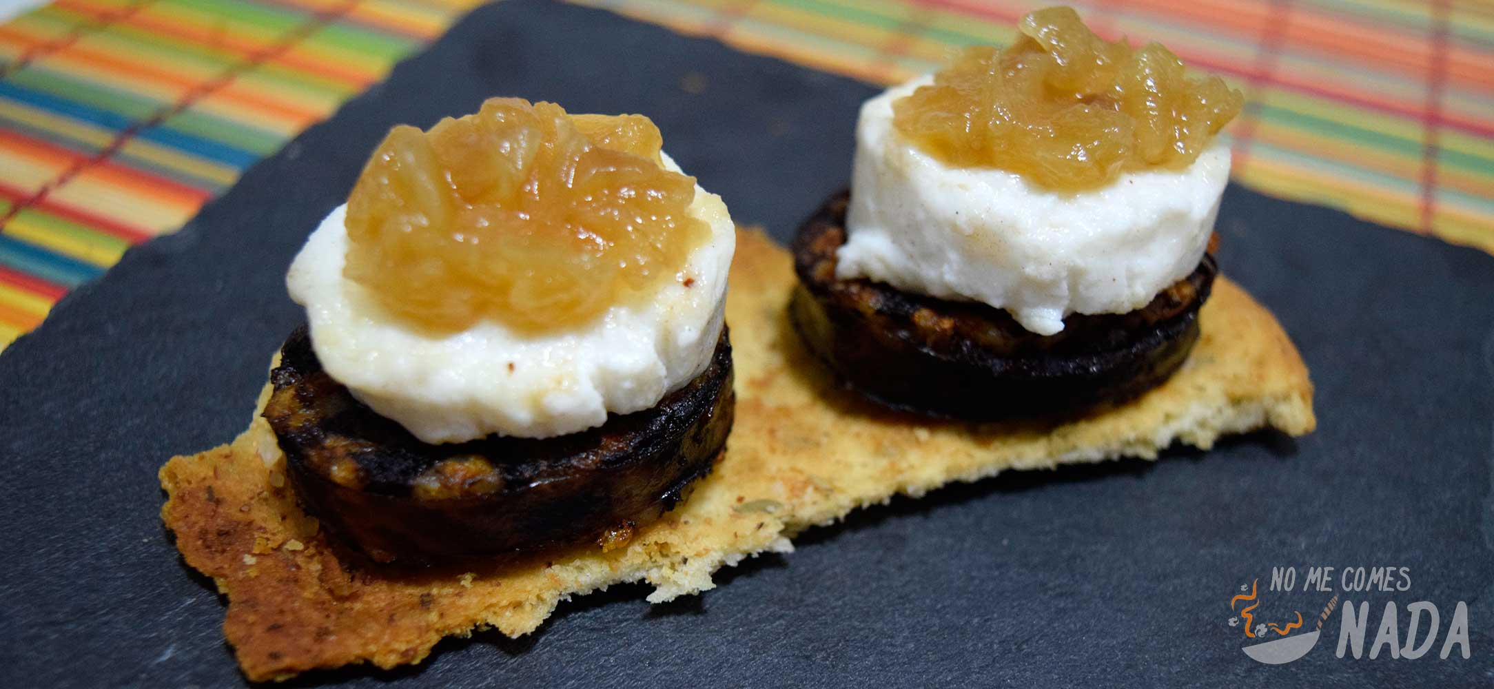 Tostas de morcilla queso de cabra y cebolla caramelizada for Canape de pate con cebolla caramelizada