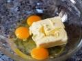 Batir mantequilla y huevos