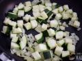 Pochar la cebolla y el calabacin