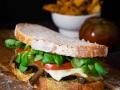 Sándwich de berenjena y pesto