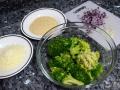 Cocer el brócoli y picar ingredientes